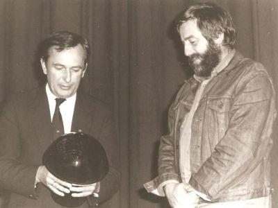 1984 r. Michał Dąbrowski otrzymuje nagrodę na Festiwalu YachtFilm w Katowicach